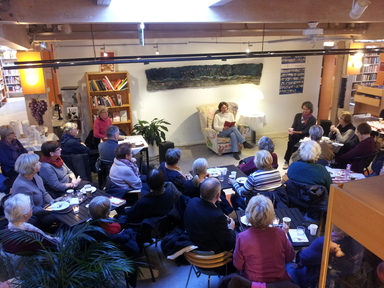 Suzanne Reuter noveller biblioteket. Foto: Stefan Pettersson