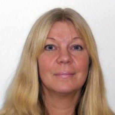 Gigi Sahlstrand, professionell fågelskådare och författare.