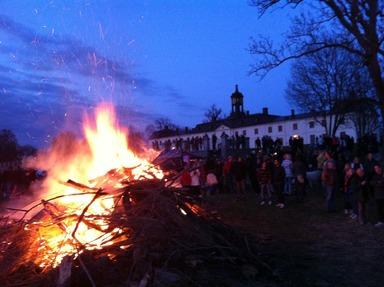 Valborgsbrasa vid Svartsjö slott. Foto: Maria Warell.