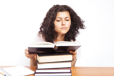 """Reading a book."" Foto: CollegeDegrees360"